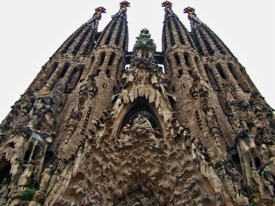 sagrada familia barcelona aavtravel