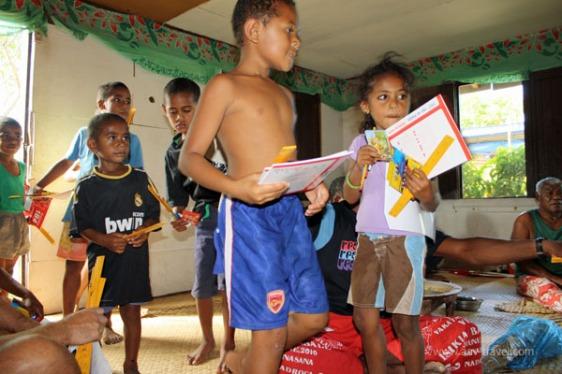 fiji children sanasana aavtravel