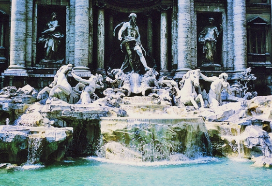 trevi fountain rome aavtravel