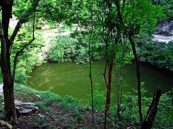 CenoteChichenItza aavtravel