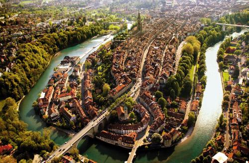 bern, altstadt, old town, medieval, aare, switzerland, aavtravel