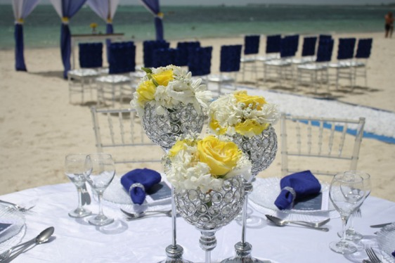 destination wedding, punta cana, dominican republic, la romana, secrets, dreams, now, aavtravel, beach wedding, navy blue, table setting, centerpiece