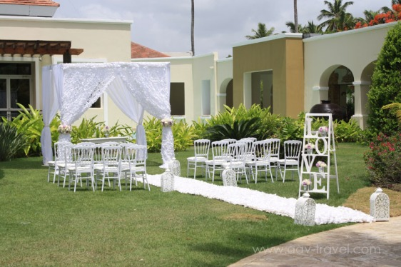 destination wedding, punta cana, dominican republic, la romana, secrets, dreams, now, aavtravel, beach wedding, ceremony location, white