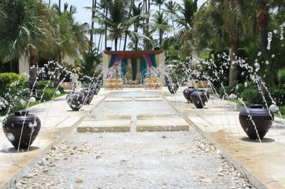 destination wedding, punta cana, dominican republic, la romana, secrets, dreams, now, aavtravel, beach wedding, indian wedding, fountain, walkway, aisle