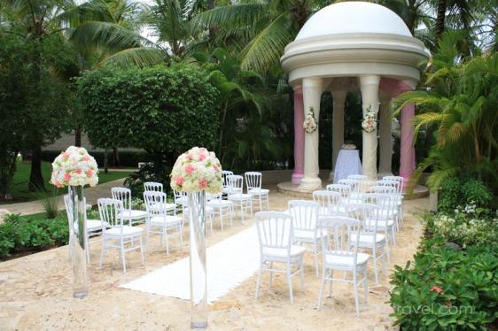 destination wedding, punta cana, dominican republic, la romana, secrets, dreams, now, aavtravel, beach wedding, ceremony location