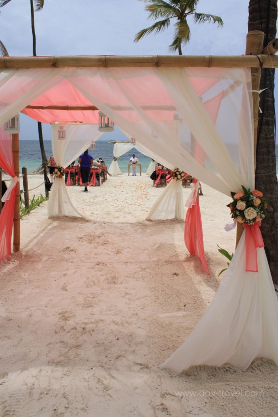destination wedding, punta cana, dominican republic, la romana, secrets, dreams, now, aavtravel, beach wedding, walkway, aisle