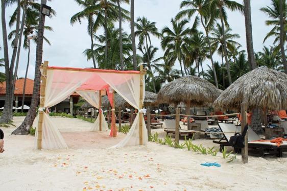 destination wedding, punta cana, dominican republic, la romana, secrets, dreams, now, aavtravel, beach wedding, walkway, arch