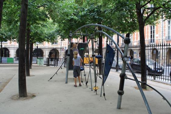 place des vosges, playground, le marais, paris, aavtravel