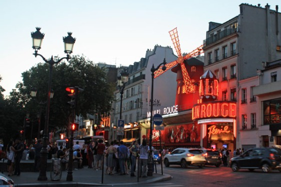 mourlin rouge, pigalle, paris, aavtravel