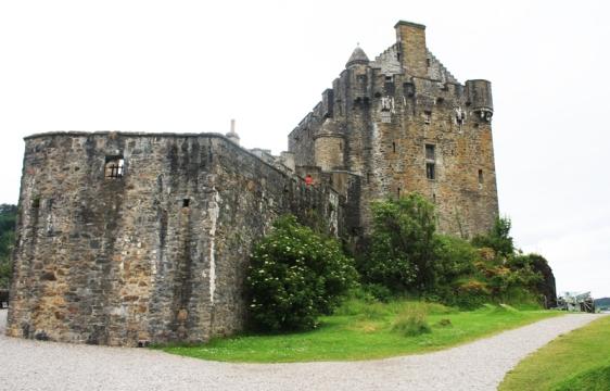 eilean donan castle, loch alsh, scotland, aavtravel