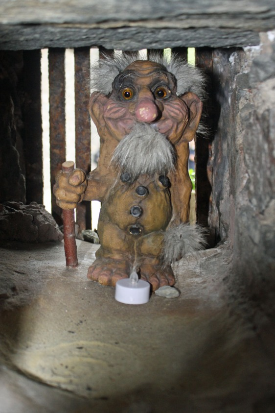 eilean donan castle, troll, scotland, children, loch, aavtravel