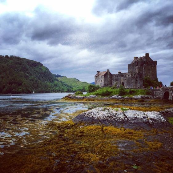 eilean donan, scotland, castle, aavtravel