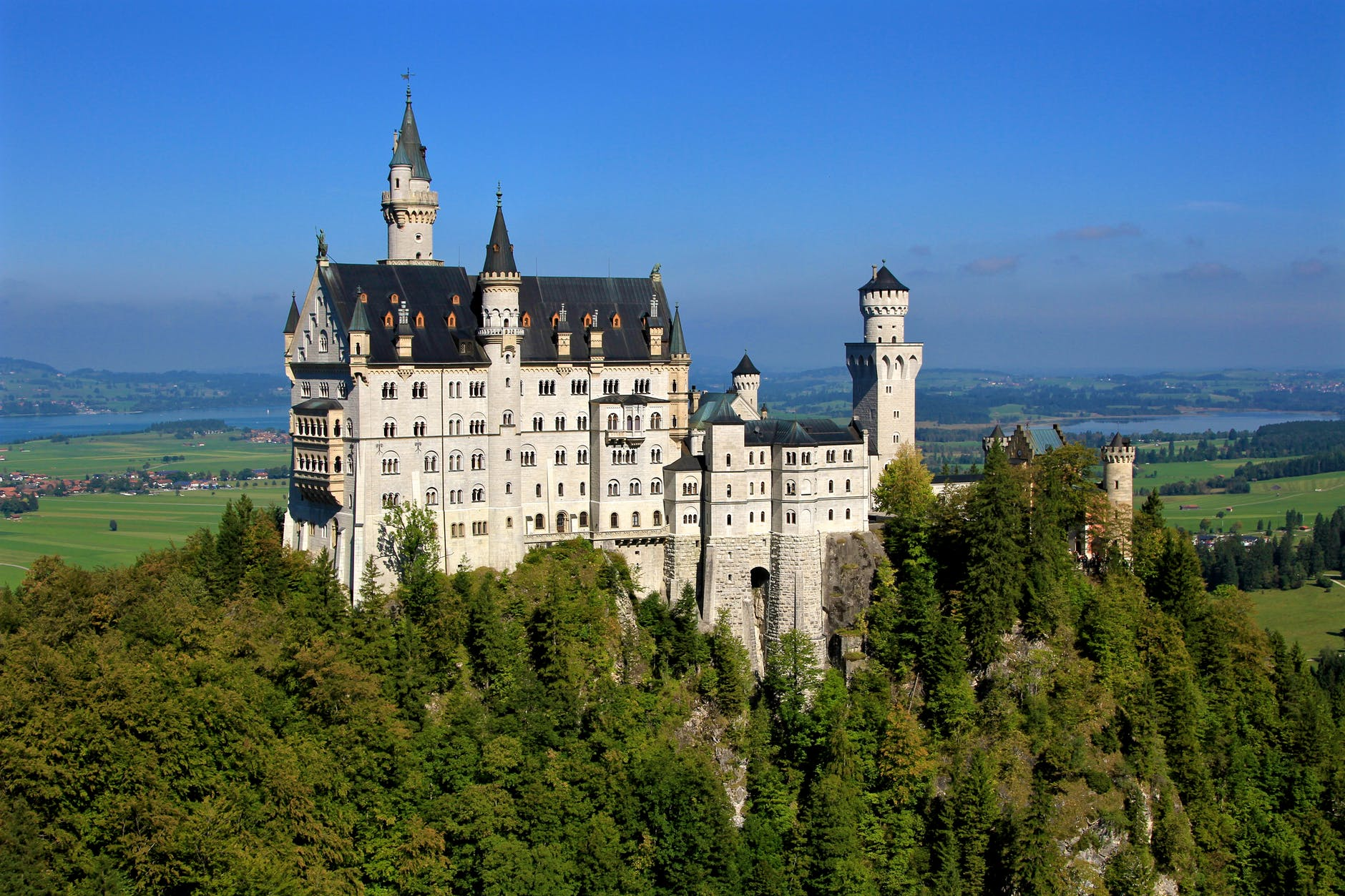 white castle during daytime